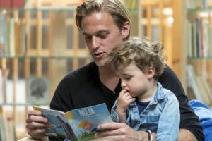Noja liest Hildebrand_mit_Sohn_2