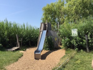 Sonnenhof Naturspielplatz Rutsche