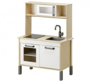 IKEA Miniküche Duktig im Holz-Kinderküchen Vergleich