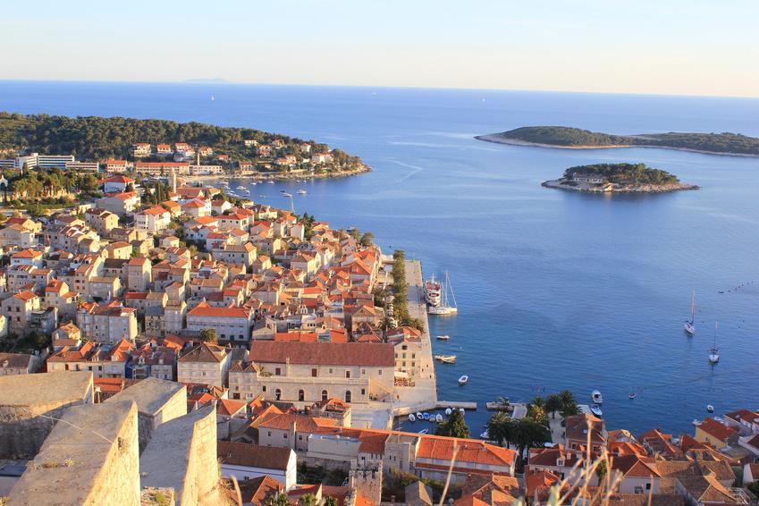 Blick auf die Stadt Hvar auf der gleichnamigen Trauminsel