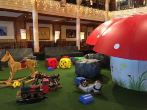 Spielbereich im Foyer im Kinderhotel Oberjoch