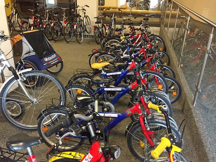 Fahrräder im Kinderhotel Alpenrose