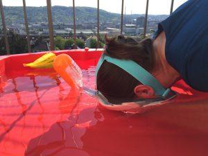 Decathlon Tribord Easybreath Schnorchelmaske im Planschbecken