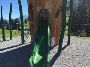 Loferer Alm_Spielturm auf Erlebnis-Spielplatz