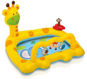Smiley Pool Baby-Giraffe im Planschbecken Vergleich