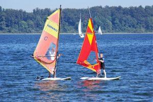 Unterricht Windsurfen_Wassersport für Kinder