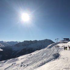 Skifahren mit Kindern im Familien-Skigebiet Lermoos – Winterspass für Kinder und Eltern