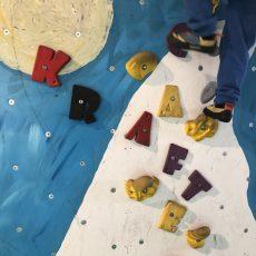 Bouldern mit Kindern im Café Kraft – Kletterspass für die ganze Familie