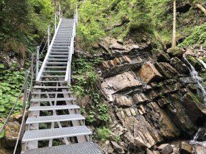 Tobelweg zur Gaisalpe_Stahltreppe