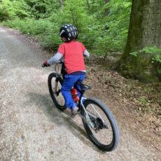 woom OFF AIR im Praxis-Test – Purer Mountainbike-Spass für Kids!