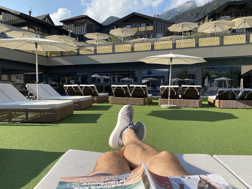 Poolbereich im Alpenrose Familux Resort